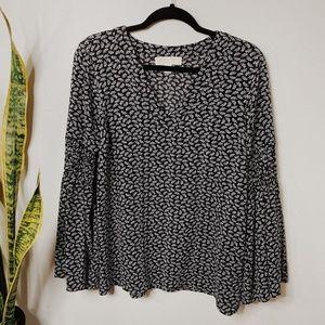 • MICAHEL KORS • black & white bell sleeve top